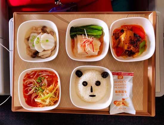 """ארוחה בסצ'ואן איירליינס/ צילום:יח""""צ"""