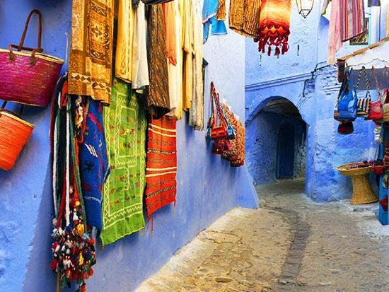 שפע רקמות ושטיחים בכל הצבעים / צילום: Shutterstock | א.ס.א.פ קריאייטיב