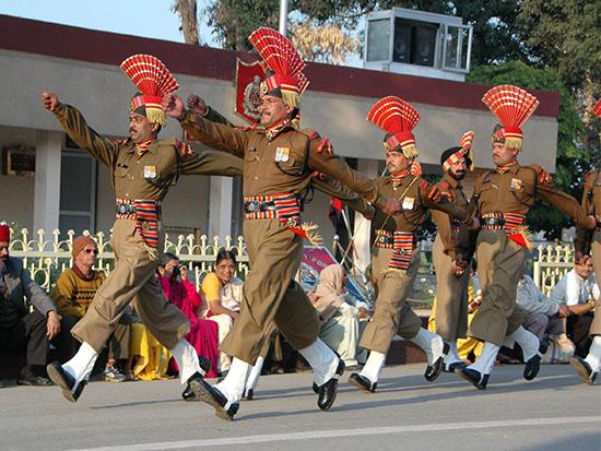 הטקס בגבול הודו-פקיסטן / צילום: יותם יעקבסון