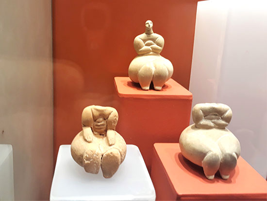 יפהפיות בנות כ-7,000 שנה. צלמי אלות פריון במוזיאון בוואלטה / צילום: גליה גוטמן