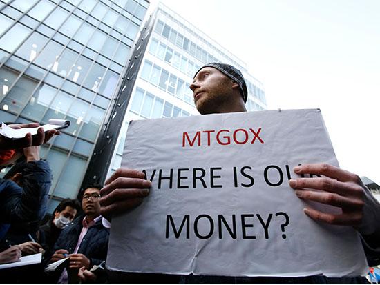 מפגין דורש חשבון נפש (ואת הכסף) לאחר קריסתה של Mt. GOX / צילום: רויטרס - Toru Hanai