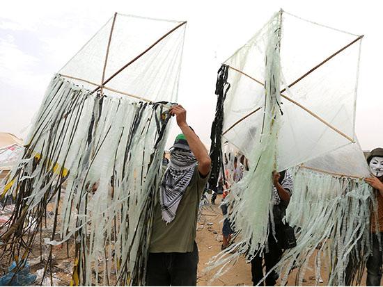 מציתי עפיפוני התבערה / צילום: רויטרס - Ibraheem Abu Mustafa