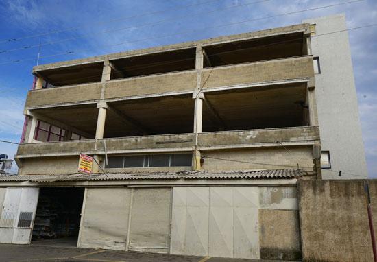 מבנה באזור התעשייה של נתניה / צילום: איל יצהר