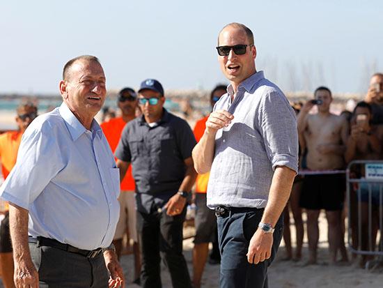 חולדאי עם הנסיך הבריטי וויליאם / צילום: רויטרס - Menahem KahanaPool