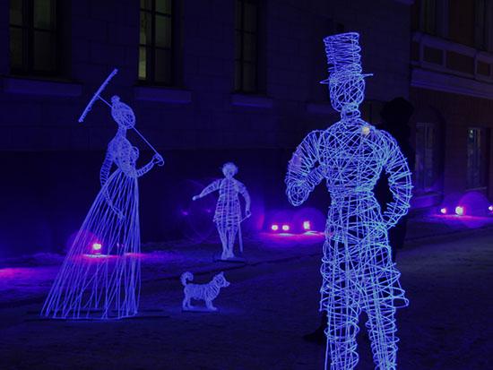 """עיר לובשת אור, """"רוחות הרפאים"""" מחוט תיל מפינלנד / צילום: יותם יעקבסון"""