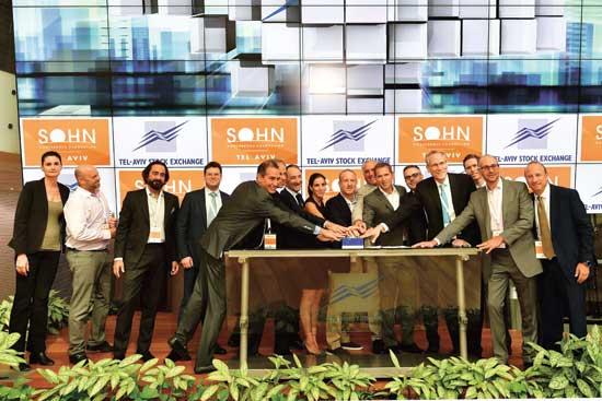 נציגי קרן SOHN פותחים את המסחר/ צילום: עומר מסינגר