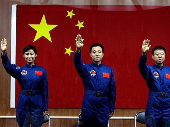 האסטרונאוטים של מעבורת החלל שנג'ו־9, בשנת 2012 / צילום: רויטרס - Jason Lee