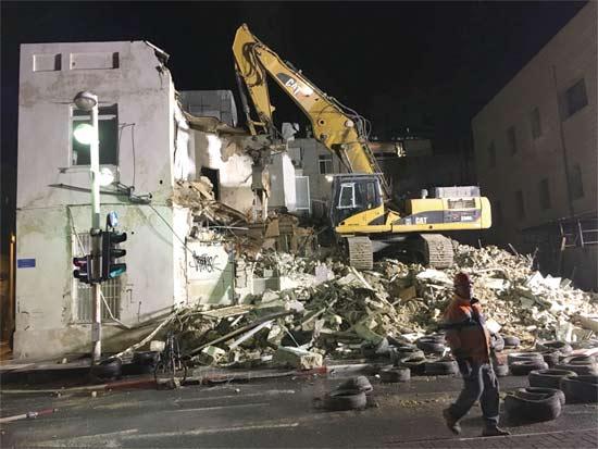 הריסות הבנין הישן ברחוב הירקון/ צילום והדמיה:  וויופוינט וניצן גרופ