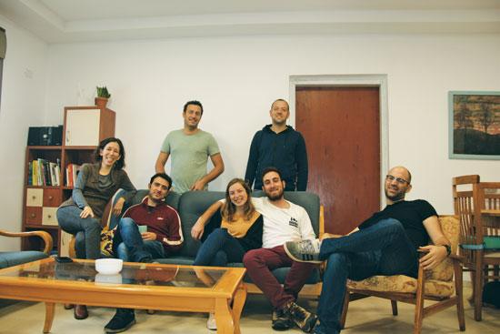 כמה מחברי הקיבוץ / צילום: עינת אלחדף