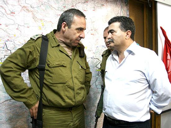 קפלינסקי עם עמיר פרץ בימי מלחמת לבנון השנייה / צילום: רויטרס