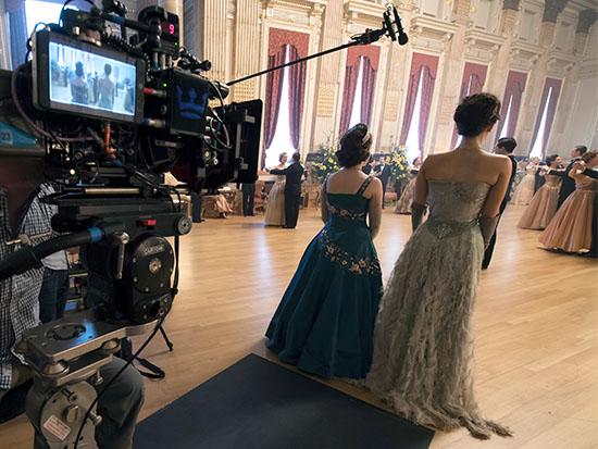 """מאחורי הקלעים של """"הכתר"""" / צילום: Netflix - Alex Bailey"""