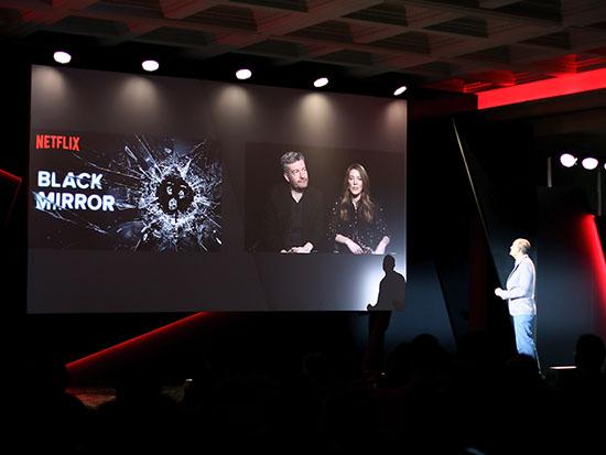 """טוד ילין בשיחת וידיאו עם יוצרי """"מראה שחורה""""  / צילום: Netflix"""