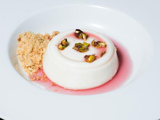 המלבי של מסעדת ראיסה היפואית / צילום: דרור עינב
