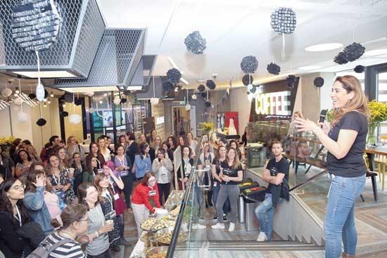 מרב בהט אסף רפופורט וחברי ההילה /  צילום: נגה שדמי ואן דה ריפ