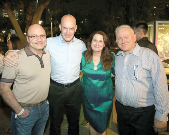יאיר סרוסי, דנה עזריאלי, אייל חנקין ויונתן קולבר / צילום: סיון פרג'