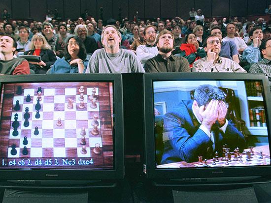 """גארי קספרוב מול """"כחול עמוק"""" / צילום: רויטרס- Peter Morgan"""