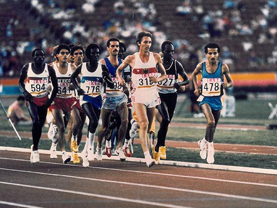 אריה גמליאל, מס' 478 בראש קבוצת הרצים באולימפיאדת לוס אנג'לס 1984/ צילום: יוסי רוט - ידיעות אחרונות