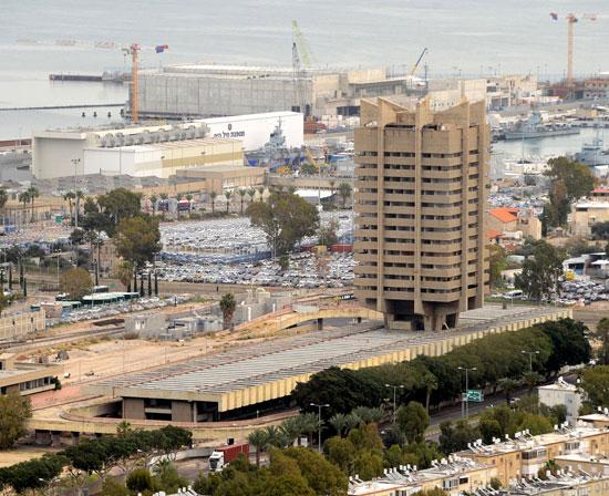 תחנה מרכזית בת גלים בחיפה / צילום: איל יצהר