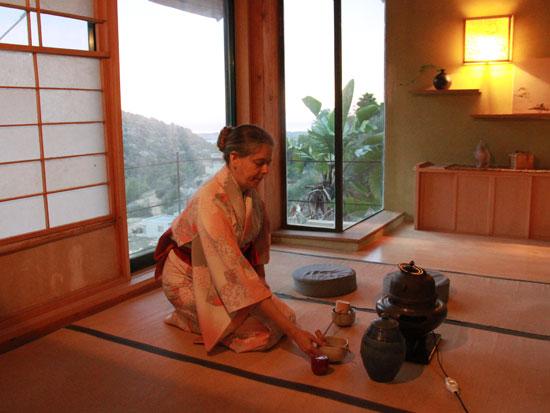 טקס תה יפני מסורתי בבית שירה מלר ימגוצ'י / צילום: אורלי גנוסר