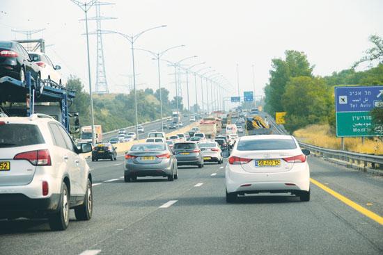 פקק בדרך לירושלים / צילום: איל יצהר