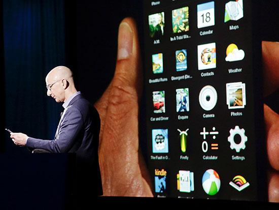 """ג'ף בזוס, מנכ""""ל אמזון / צילום: רויטרס - Jason Redmond"""