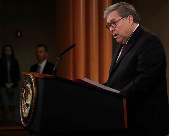 """וויליאם בר, התובע הכללי של ארה""""ב, במסיבת העיתונאים היום / צילום: Jonathan Ernst, רויטרס"""