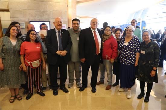 הנשיא ריבלין עם מתנדבים בכנסת / צילום: יחצ