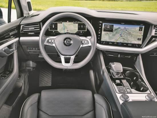 Volkswagen-Touareg-INSIDE