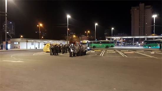 """איסוף כוחות משטרה בתחנת רכבת מרכז בת""""א / צילום: מנחם שטאובר"""