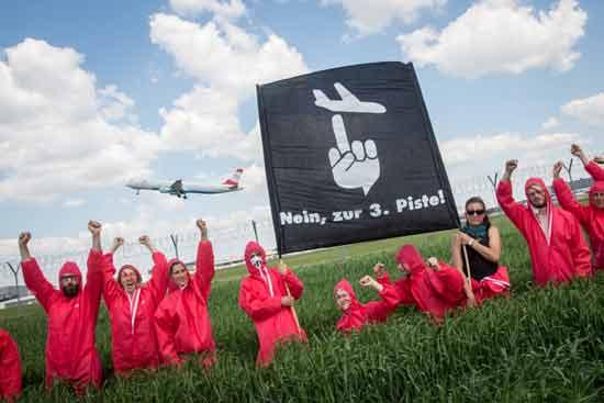פעילים נגד טיסות בוינה / צילום:  Stay Grounded