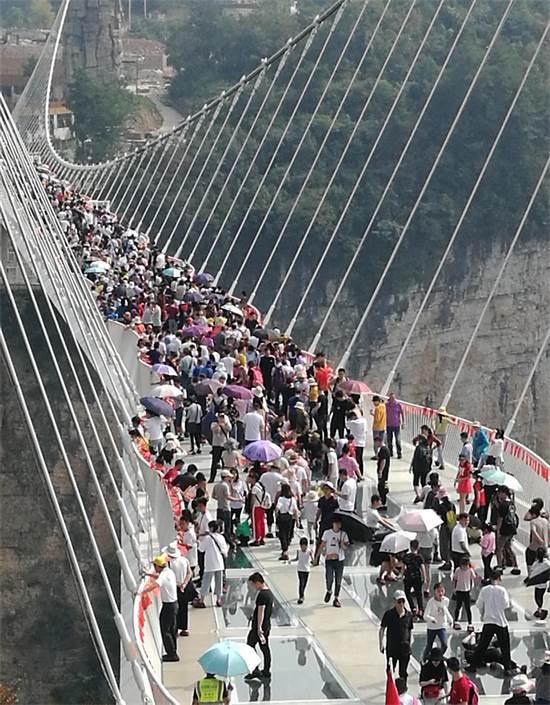 עד 800 איש על הגשר בו זמנית / צילום: דינה היימן, גלובס