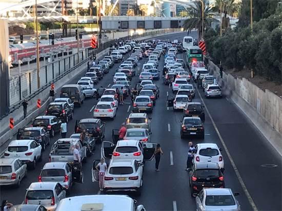 רכבים עומדים באיילון / צילום: אמיר מאירי