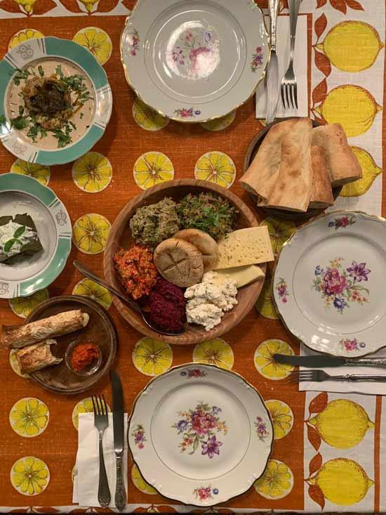 משתה גאורגי עם טוויסט במסעדת שאווי לומי בטביליסי   / צילום: רועי ירושלמי