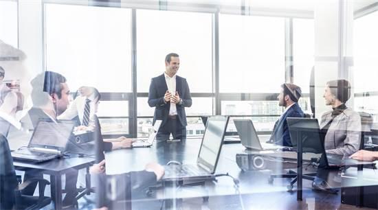 תואר מתקדם במנהל עסקים. להתבונן בצורה מורכבת על כל מצב עסקי גם בעתיד הרחוק / צילום: Shutterstock/א.ס.א.פ קרייטיב