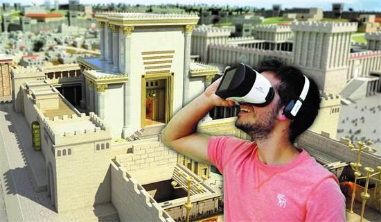 משקפי מציאות מדומה לתייר הסיני/צילום: באדיבות הקרן למורשת הכותל