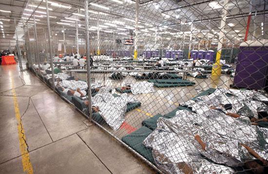 מתקן כליאה למהגרים בלתי חוקיים - ילדים ומבוגרים - באריזונה/ צילום: רויטרס, POOL New