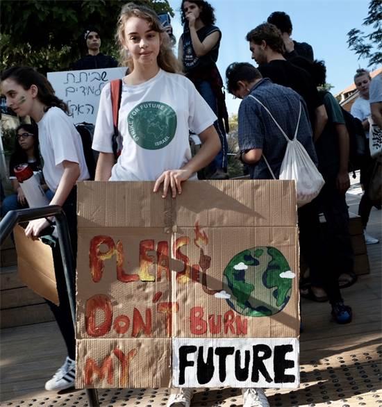 מפגינה במחאת האקלים בתל אביב / צילום: שני אשכנזי, גלובס