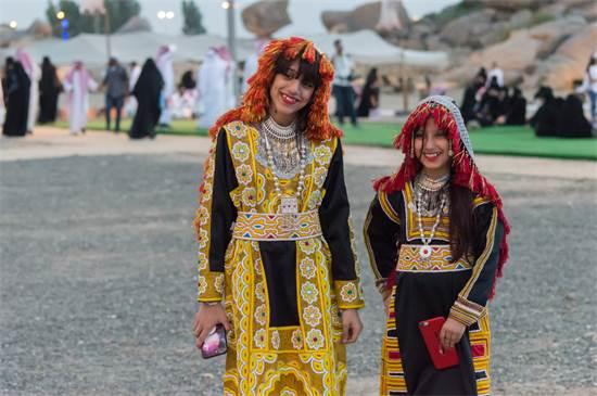נערות בעבאיות מסורתיות בפסטיבל קיץ סעודי / צילום:  Sainuddeen Alanthi, שאטרסטוק