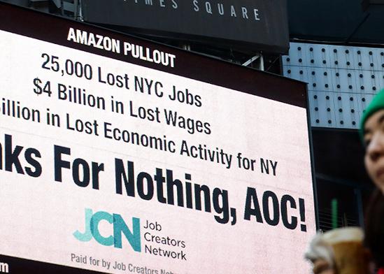 מחאה נגד חברת הענק אמזון בשלטי החוצות של הטיימס סקוואר, ניו יורק / צילום: רויטרס