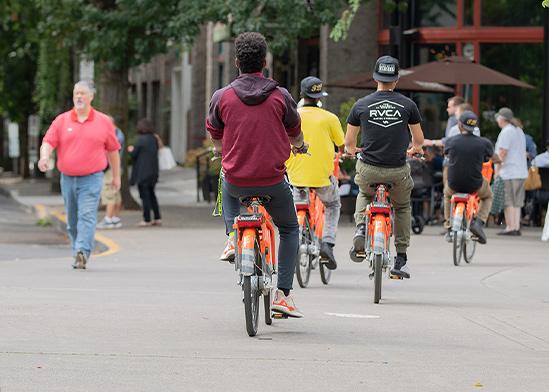 רוכבים על אופניים שיתופיות, פורטלנד / צילום: Shutterstock/ א.ס.א.פ קריאייטיב