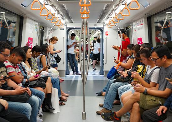נוסעים באוטובוס / צילום: Shutterstock/ א.ס.א.פ קריאייטיב