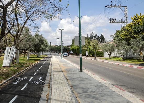 """שביל אופניים, רחוב דבורה הנביאה, ת""""א / צילום: איל יצהר"""