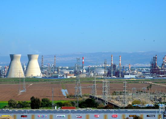 בתי הזיקוק בחיפה. ההנפקה הראשונית הגדולה ביותר / צילום: shutterstock, שאטרסטוק
