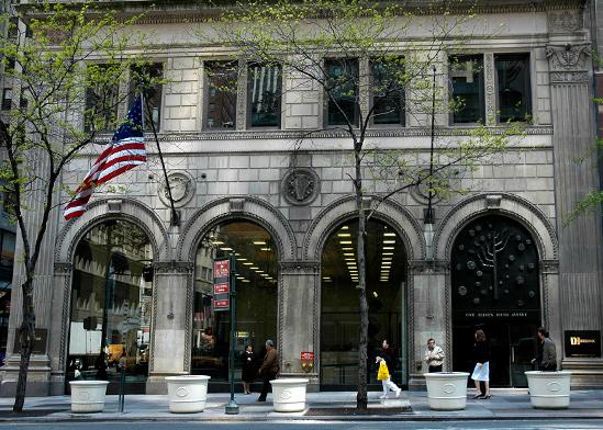 הסניף הראשי של דיסקונט ניו יורק בשדרה החמישית בעיר / צילום: תמר מצפי