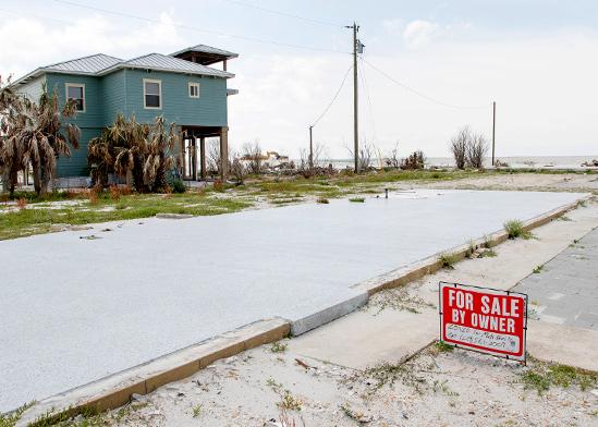 מקסיקו ביץ', פלורידה. יותר מעשרה משקיעים ביום דופקים בדלת / צילום: Gregg Pachkowski, רויטרס