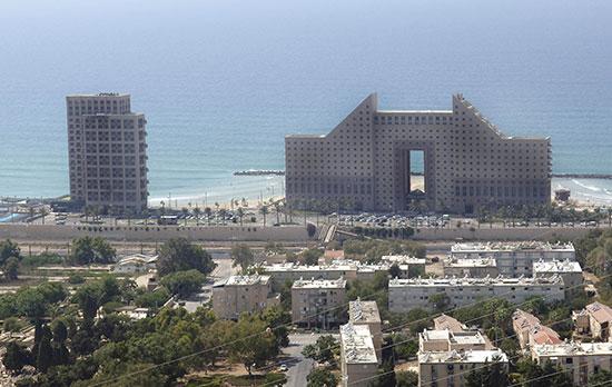 מגדלי חוף הכרמל בחיפה / צילום: פאול אורלייב