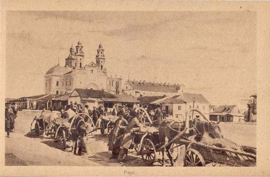 כיכר השוק בפינסק על גלויית דואר ישנה
