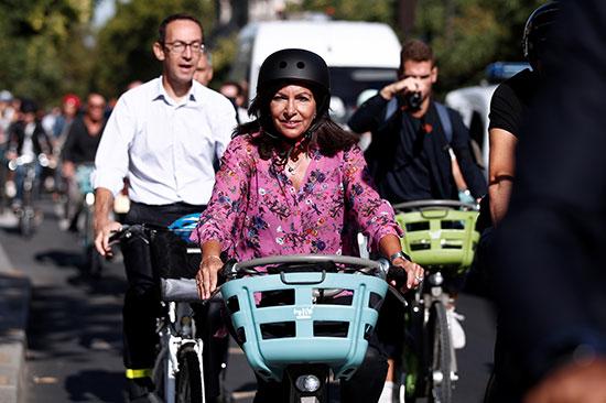 הידלגו על אופניים / צילום: BENOIT TESSIER, רויטרס