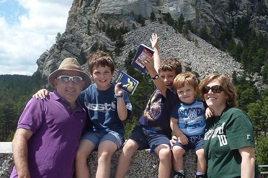 """ד""""ר שרון אלרעי-פרייס ומשפחתה/ צילום: פרטי"""
