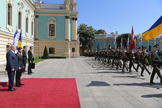 """ראש הממשלה בנימין נתניהו ונשיא אוקראינה ולדימיר זלנסקי / צילום: עמוס בן גרשום, לע""""מ"""